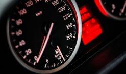 Licznik prędkość w samochodzie