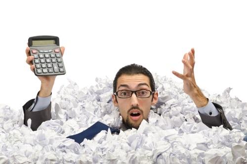 gość z papierami